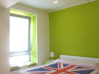 Chambre moderne par Studio GIOLA | Casorezzo MI Moderne