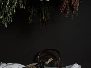 Ouroboros:  de estilo  por Studio Marco Villa Mateos