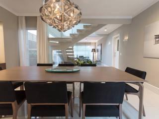Mesa de Jantar: Sala de jantar  por Vaiano e Rossetto Arquitetura e Interiores