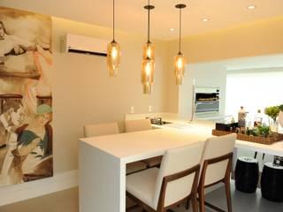 Cocinas de estilo clásico de Bruna Zappelini Arquitetura Clásico
