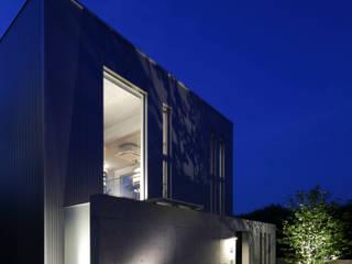 box house: 髙岡建築研究室が手掛けた家です。,モダン