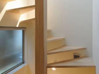 en モダンスタイルの 玄関&廊下&階段 の 岡村泰之建築設計事務所 モダン