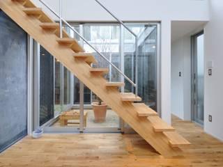 Modern living room by 岡村泰之建築設計事務所 Modern