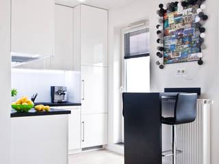 Phòng ăn phong cách tối giản bởi nomad studio Tối giản