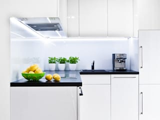 Nhà bếp phong cách tối giản bởi nomad studio Tối giản