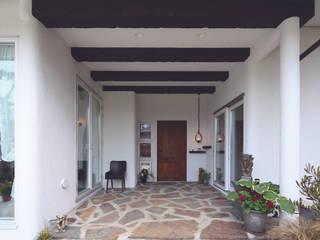 Garden and living Balcon, Veranda & Terrasse rustiques par 有限会社 TEPEE HEART Rustique