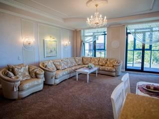 Center of interior design Salones de estilo clásico