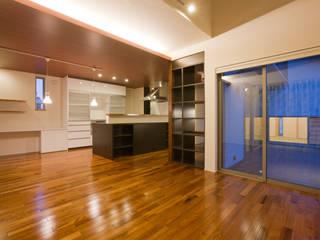 家族の気配が感じられる家 エヌスペースデザイン室 オリジナルデザインの ダイニング