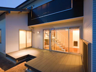 家族の気配が感じられる家 エヌスペースデザイン室 オリジナルスタイルの 玄関&廊下&階段