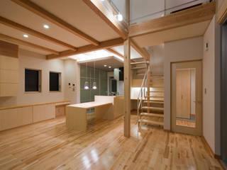 つながった空間に暮らす家 エヌスペースデザイン室 オリジナルデザインの ダイニング