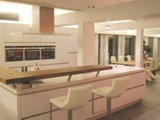 Villa Pirmasens Moderne Küchen von Bolz Licht und Wohnen 1946 Modern