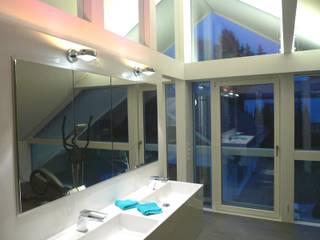 Villa Pirmasens : moderne Badezimmer von Bolz Planungen für Licht und Raum