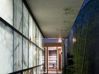 有限会社加々美明建築設計室 Garajes y galpones de estilo ecléctico