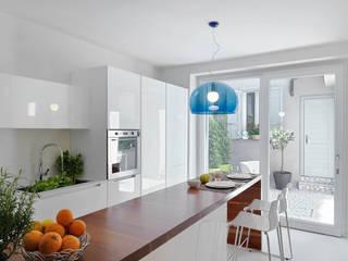 Kitchen by STUDIO DI ARCHITETTURA LUISELLA PREMOLI, Minimalist
