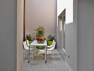 Modern balcony, veranda & terrace by STUDIO DI ARCHITETTURA LUISELLA PREMOLI Modern