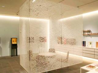 Casa familiare: Studio in stile in stile Minimalista di Studio d'arte e architettura Ana D'Apuzzo