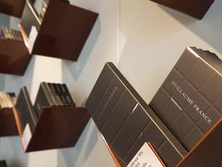 Détail de support à tablette de chocolat: Locaux commerciaux & Magasins de style  par foreverdesigner