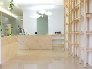 Hair Lab Emiliana Prosperi: Negozi & Locali commerciali in stile  di deZign Studio