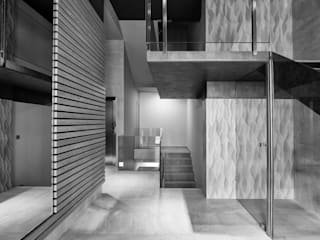 Nowoczesny korytarz, przedpokój i schody od PRIBURGOS SLU Nowoczesny