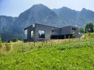 Einfamilienhaus in Igis:  Häuser von architetta schiers ag