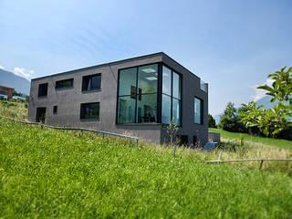 Casas  por architetta schiers ag, Moderno