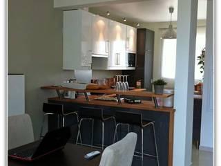 particulier : Salon Salle à manger, cuisine , SalonTV Cuisine moderne par Sylvie Leblanc Moderne