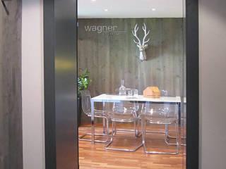 Besprechungsraum in Altbau: moderne Arbeitszimmer von wagner projekt gmbh