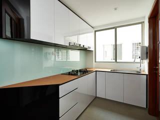 The Bayshore Modern kitchen by Eightytwo Pte Ltd Modern