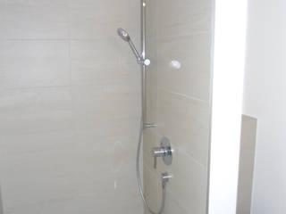 Badezimmer auf kleinstem Raum Moderne Badezimmer von Innenarchitektur-Moll Modern