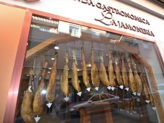 ASADOR Y TIENDA GASTRONOMICA: Locales gastronómicos de estilo  de MIMESIS INTERIORISMO SL
