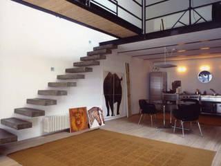 loft gemelli: Sala da pranzo in stile in stile Industriale di antonio maria becatti architetto