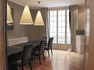"""Coin salle à manger façon """"Bistrot' parisien"""":  de style  par STUDIO SANDRA HELLMANN"""