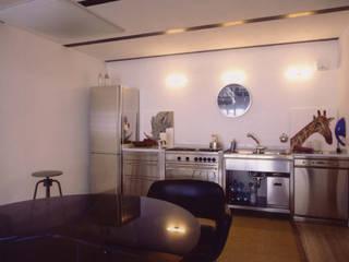 loft gemelli: Cucina in stile in stile Industriale di antonio maria becatti architetto