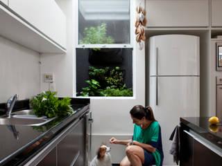 Cucina in stile in stile Moderno di Consuelo Jorge Arquitetos