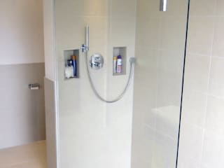 Neubau Bad Moderne Badezimmer von Innenarchitektur-Moll Modern