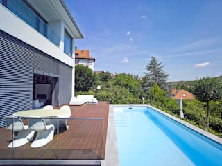 Haus mit Blick in die Weinberge und Pool: moderner Pool von Rosenberger + Neidhardt