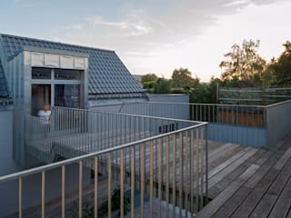Modern style balcony, porch & terrace by Abendroth Architekten Modern
