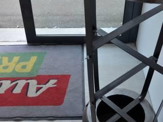 Nos meubles chez vous ! Espaces commerciaux industriels par Hewel mobilier Industriel