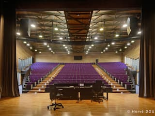 Amphithéâtre du Campus du Moufia à St Denis de la Réunion Ecoles originales par Arbonis Éclectique