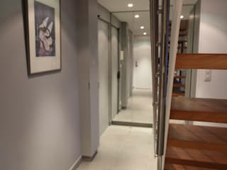 garnault モダンスタイルの 玄関&廊下&階段