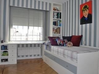 Dormitorio juvenil lacado de PACO SANTACREU, S.L. Moderno