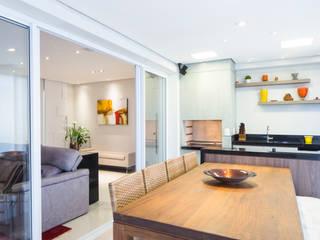 Varanda com sala de jantar: Terraços  por ArkDek