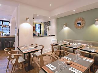 Vue d'ensemble du restaurant: Espaces commerciaux de style  par JC Peyrieux Design