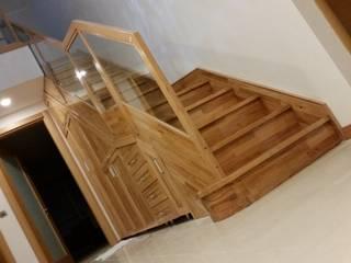 Yıldız  Ahşap merdiven ve küpeşte – düz dolaplı merdiven:  tarz