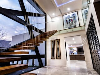 Corridor & hallway by Moda Interiors