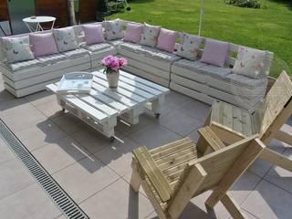 Salon de jardin réalisé avec des palettes:  de style  par L' Atelier Numéro 5