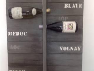 Porte bouteille mural en bois par L' Atelier Numéro 5 Moderne
