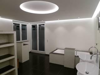 Loft Saarbrücken: moderne Badezimmer von Bolz Planungen für Licht und Raum
