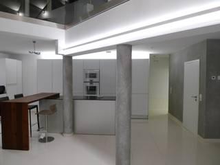 Loft Saarbrücken: moderne Küche von Bolz Planungen für Licht und Raum