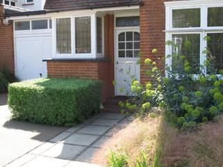Contemporary Front Garden Fenton Roberts Garden Design Сад